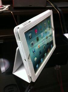 new iPad用ホワイトケース (3)