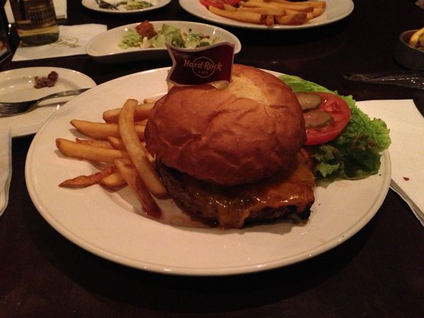 hardrock-cafe-legendary-burger