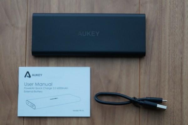 スリムなモバイルバッテリー「Aukey PB-T6」のセット内容