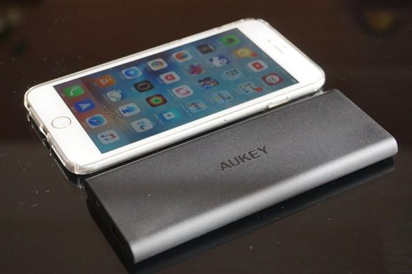 スリムなモバイルバッテリー「Aukey PB-T6」レビュー
