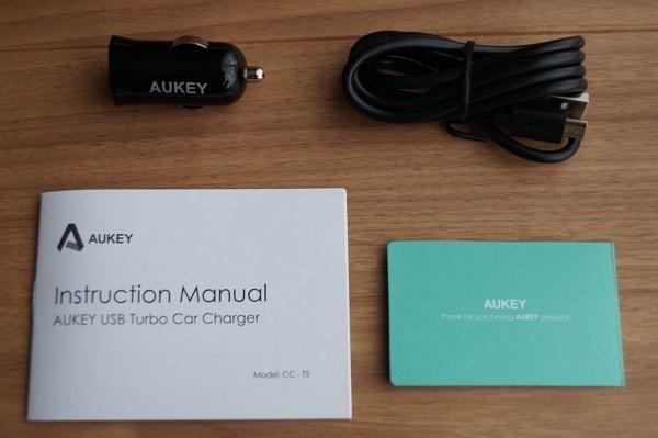 USBカーチャージャー「Aukey CC-T5」のセット内容