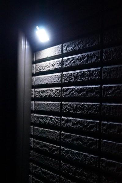 ソーラー充電式LEDセンサーライト「Aglaia LT-O1」レビュー