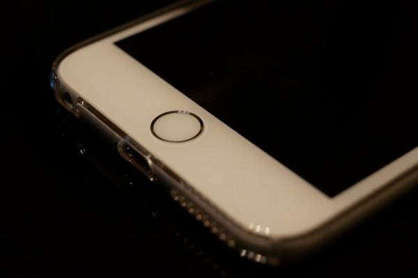 iPhoneのホームボタンを非正規ショップで修理すると操作不能に?