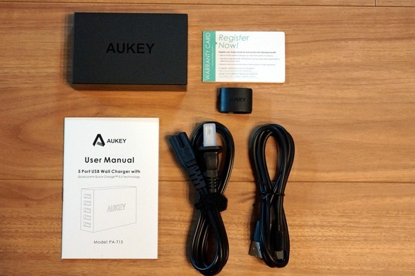 「Aukey 5ポート急速充電器 PA-T15」のセット内容