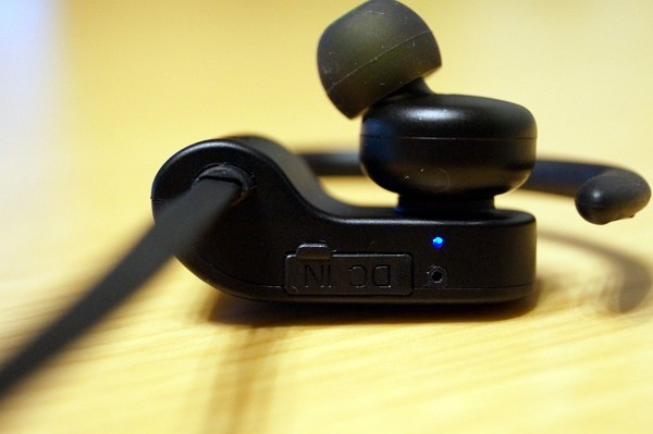 bluetooth スポーツイヤホン「Aukey EP-B22」の使い方・Bluetooth接続方法