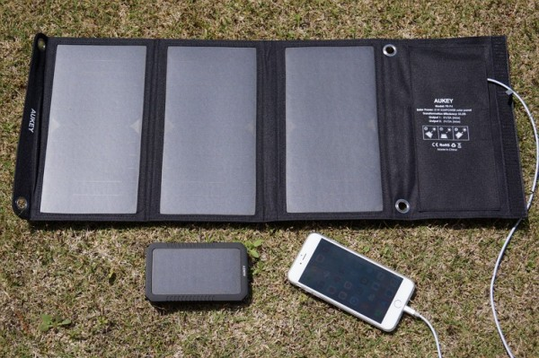 aukey-solar-charger-mobile-battery-pb-p8-p3-review