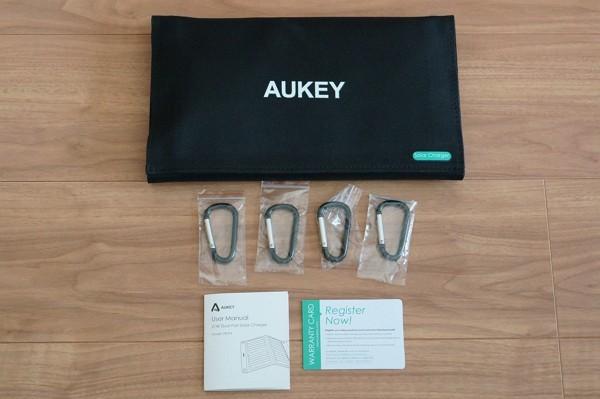 「Aukey ソーラー充電器 PB-P3」のセット内容