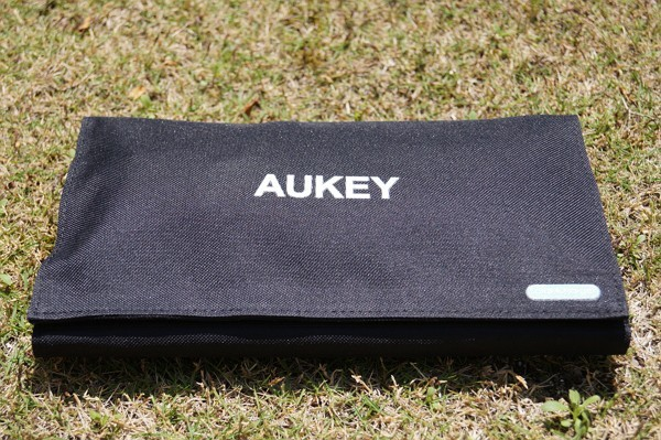「Aukey ソーラー充電器 PB-P3」レビュー