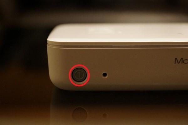 """「Kingston MobileLite Wireless G3」の電源を""""オン""""に"""