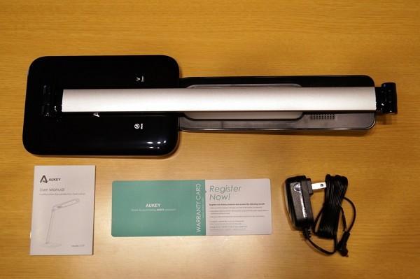LEDデスクライト「Aukey LT-T9」のセット内容