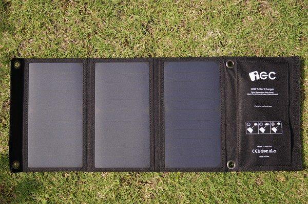「iEC ソーラー充電器 USBソーラーチャージャー 18W 2ポート」レビュー!