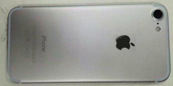 iPhone 7はやはり2モデル展開?