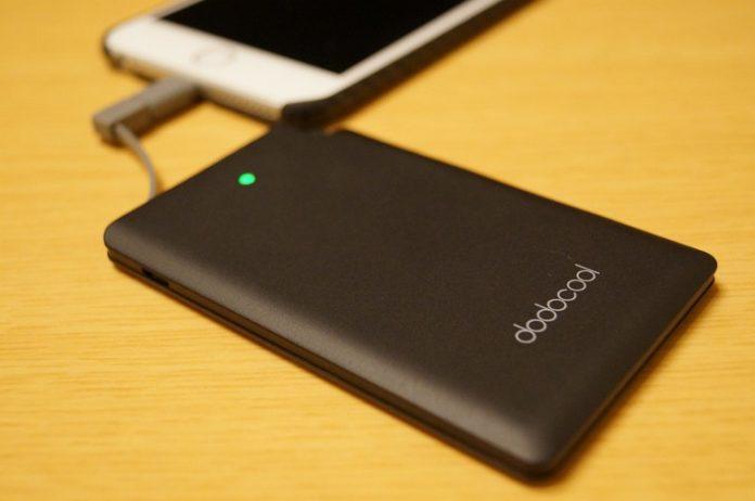 Phoneユーザーにおすすめ!「dodocool モバイルバッテリー 2500mAh DP08」はライトニングアダプター付属ですぐに使えるコンパクトで軽量なモバイルバッテリー!