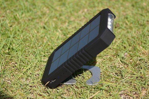 「dodocool ソーラーチャージャー&4200mAhモバイルバッテリー&LEDライト」の使い方/外観レビュー