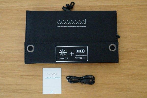 「dodocool 2ポート ソーラーチャージー&10000mAhモバイルバッテリー」のセット内容