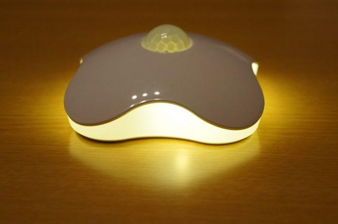 【レビュー】暖かい色調で使いやすい!「LED人感センサーライト イエロー」は寝室やウォークインクローゼットの調光におすすめ!