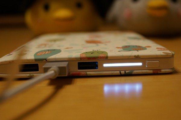 「Kingda JS モバイルバッテリー 20000mah 3ポート(鳥)」の使い方
