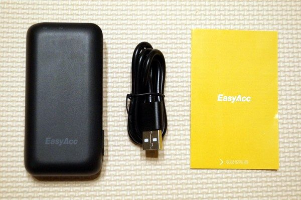 「EasyAcc 6700mAh モバイルバッテリー 2台同時充電 Lightningケーブル付き」セット内容