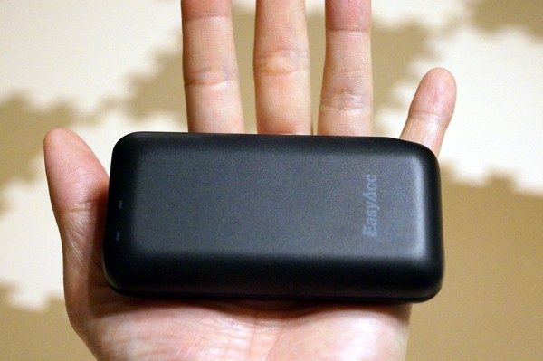 「EasyAcc 6700mAh モバイルバッテリー 2台同時充電 Lightningケーブル付き」レビューまとめ!
