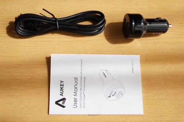 「AUKEY シガーソケットチャージャー USB-A + USB-C ポート」のセット内容