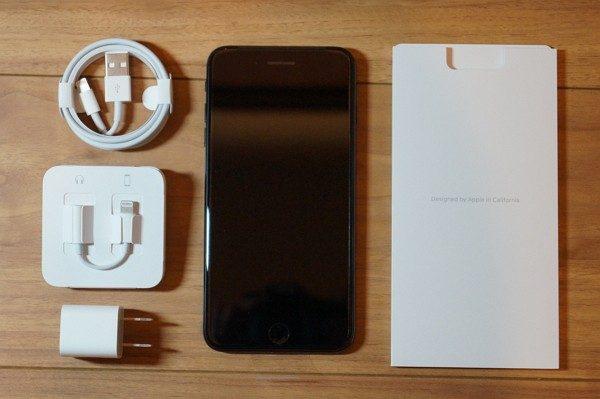 「iPhone 7 Plus ジェットブラック」セット内容/付属品