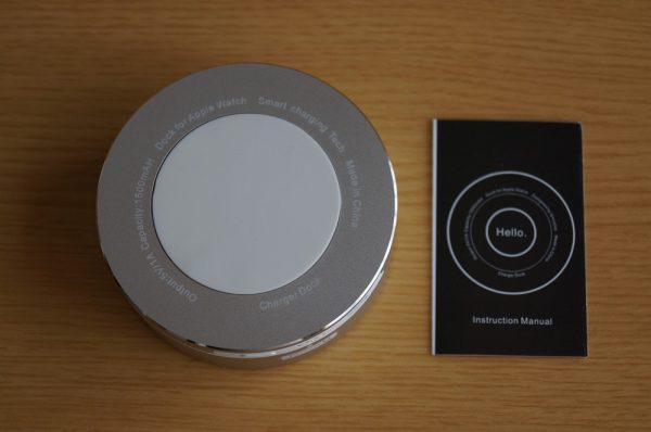 「Archeer Apple Watch スタンド/ポータブル充電器」のセット内容