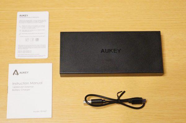「Aukey モバイルバッテリー 16000mAh PB-N27」のセット内容