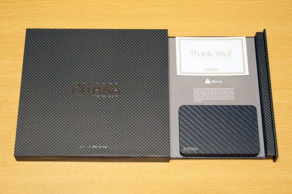 「PITAKA アラミド製カードケース」のセット内容