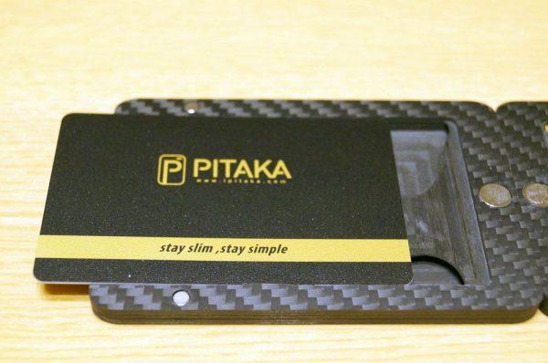 「PITAKA アラミド製カードケース」の使い方/外観レビュー