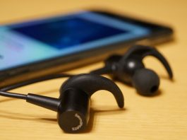 【レビュー】バランスの良い音質で聴きやすい!「SoundPEATS Bluetoothイヤホン Q24」はシンプルデザイン&軽量で装着感も良好!