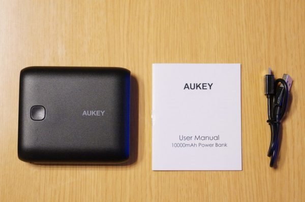 「AUKEY モバイルバッテリー 10000mAh 2USBポート PB-N42」のセット内容