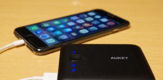 【レビュー】大容量で安くてコンパクト!「AUKEY モバイルバッテリー 10000mAh 2USBポート PB-N42」はコスパに優れた安価なモバイルバッテリー!