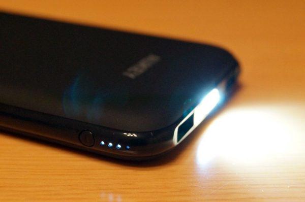 「AUKEY モバイルバッテリー 10000mAh 2USBポート PB-N51」の基本的な使い方