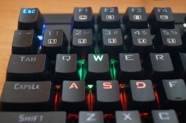 「AUKEY 有線 メカニカルゲーミングキーボード KM-G6」の使い方