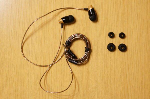 「SoundPEATS カナル型イヤホン B20」のセット内容