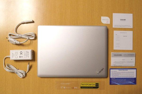 「CHUWI LapBook 12.3」のセット内容
