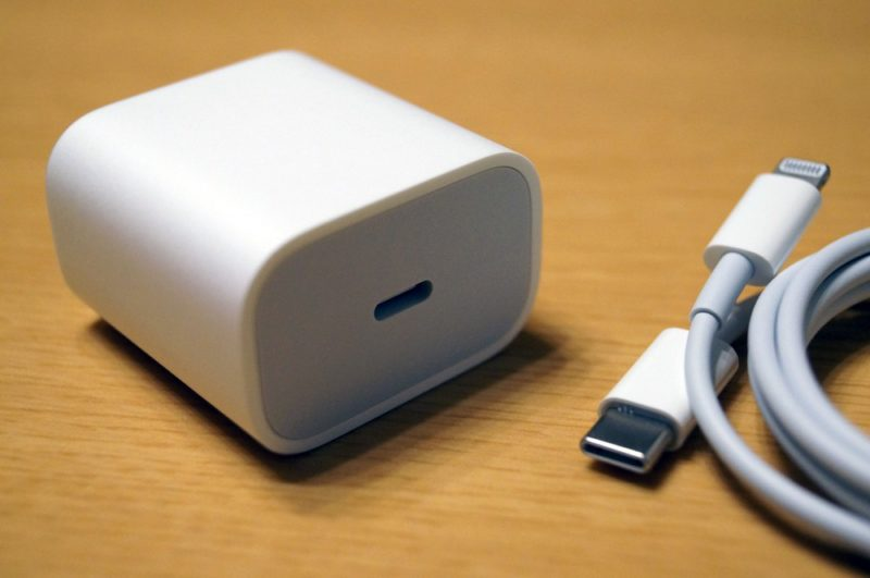 【18W USB-C電源アダプタ】が付属するのは嬉しいが【USB-C - Lightningケーブル】の使い勝手は最悪かも