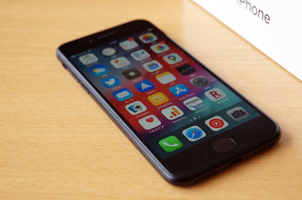 新 iPhone SE レビュー!安価でコンパクトで軽くてサクサク動いていい感じ!ただしカメラについては要検討を!