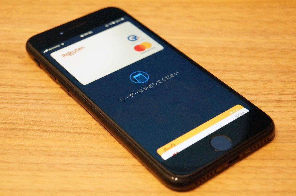 iPhone SE (第2世代):ロック画面からApple Payで支払いする方法