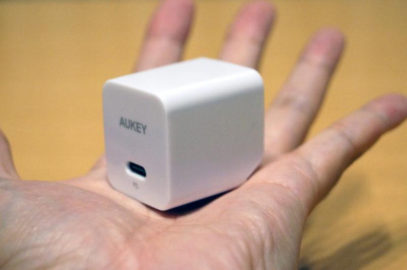 【2020年】買っても良かったもの10位:AUKEY 充電器 USB-C急速充電器 アダプタ30W GaN (窒化ガリウム) 採用 折畳式