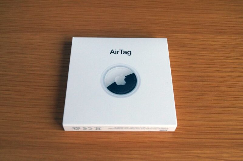 AirTagを箱から取り出して絶縁シールを取り除く